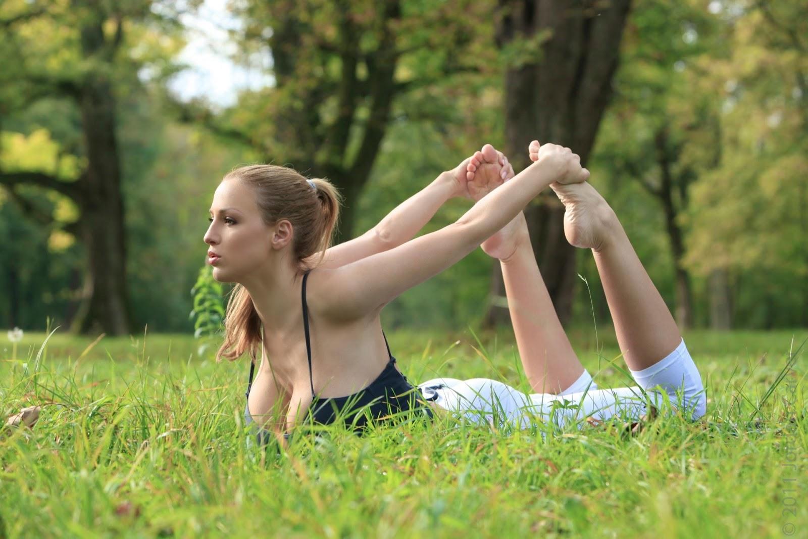 http://2.bp.blogspot.com/-PKKD_CAasew/T0OGaFcrSgI/AAAAAAAADck/0kzsfHzqdpA/s1600/Jordan-Carver-Yoga-5.jpg