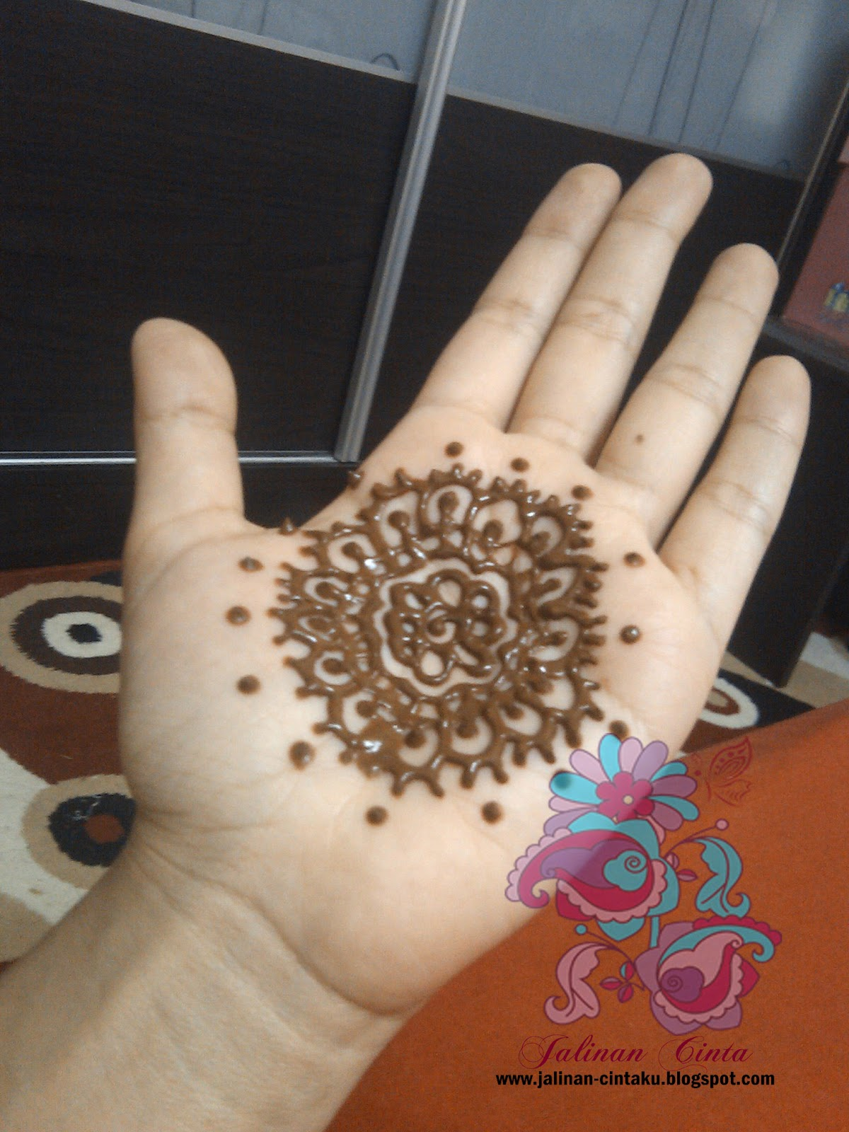 Mehndi Simple Di Telapak Tangan : Henna tangan yg simple makedes