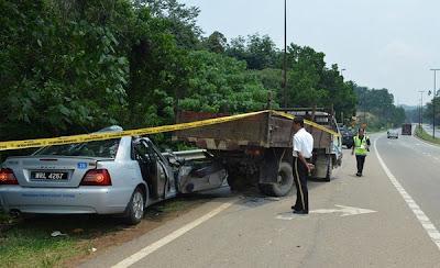 kereta polis terbabas