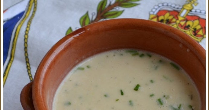 more than burnt toast: French Garlicky White Bean Newlywed Soup