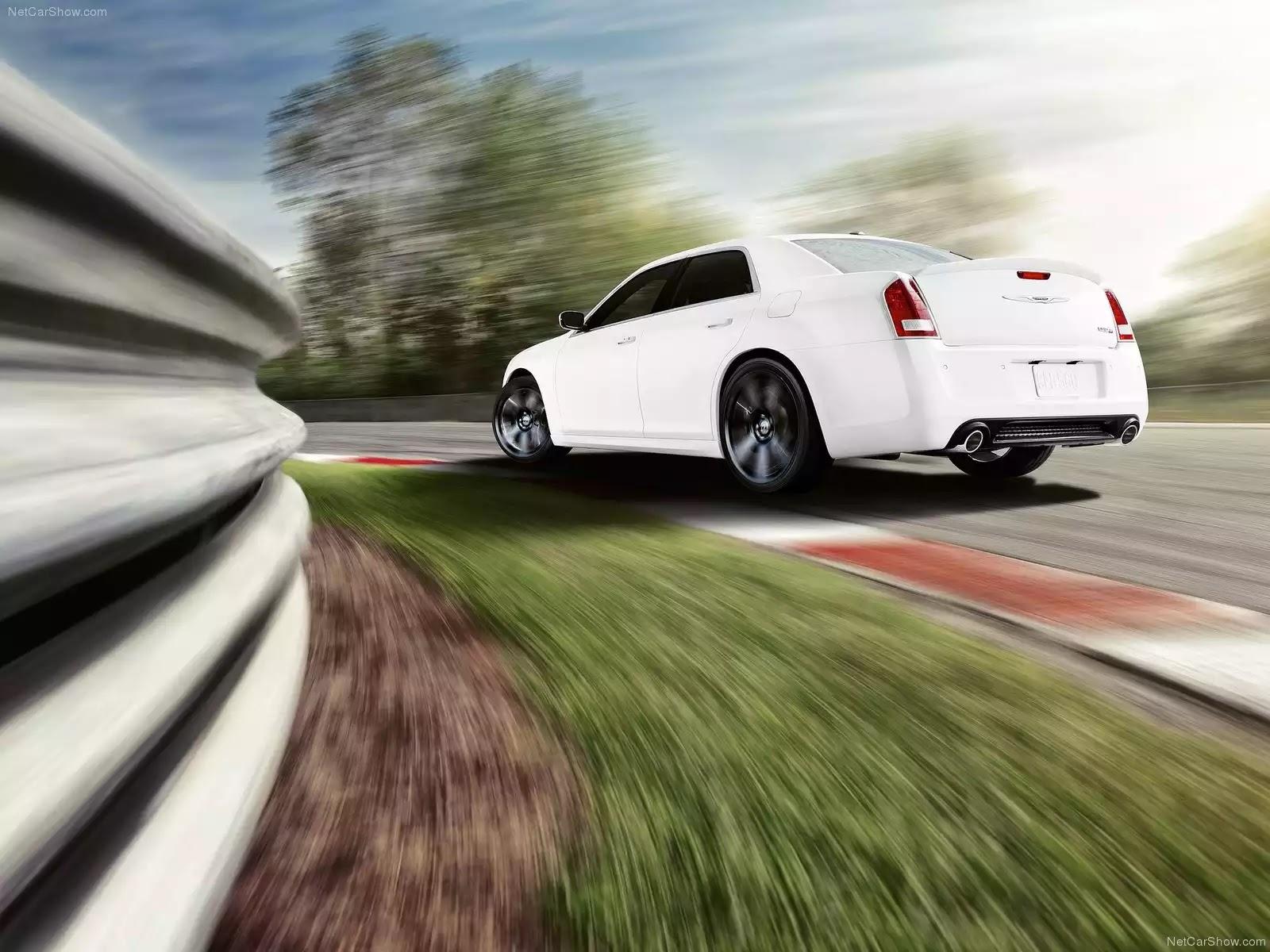 Hình ảnh xe ô tô Chrysler 300 SRT8 2012 & nội ngoại thất