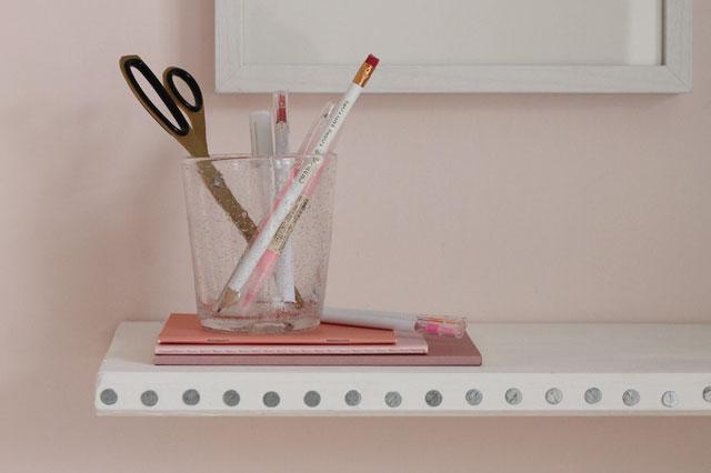 diy nailed edge floating shelf lotts and lots making. Black Bedroom Furniture Sets. Home Design Ideas