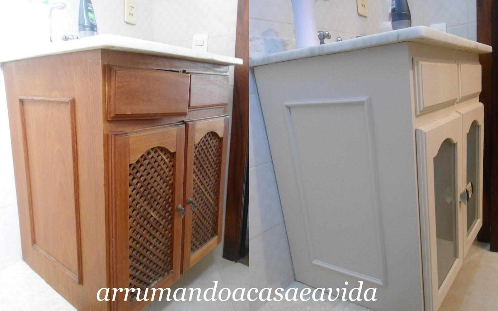 Troquei a prateleira de dentro por vidro pois era de madeira fina e  #72462D 1600x1000 Armario Banheiro Antigo