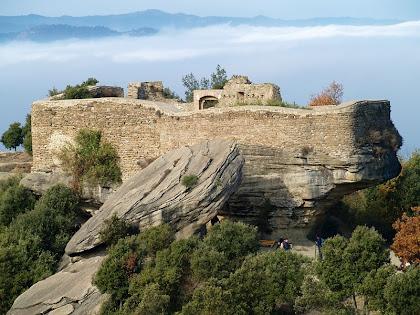El Castell de Taradell vist des de sobre el Collet del Castell