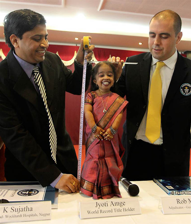 pictures of the smallest woman in the world