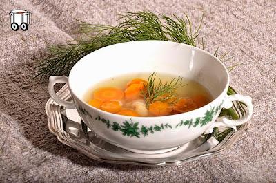 Szybko Tanio Smacznie - Bulion z marchewką i białą fasolą