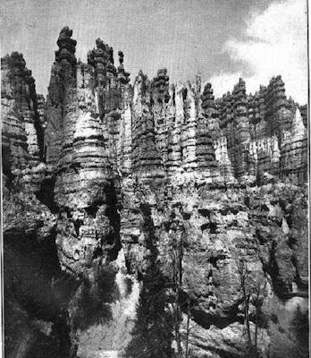 Las Piezas de Ajedrez, en Bryce's Canyon, Utah - EE.UU