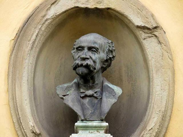 Busto di Giuseppe Fattori di Fosco Tricca, Accademia di belle arti di Firenze, via Battisti, Firenze