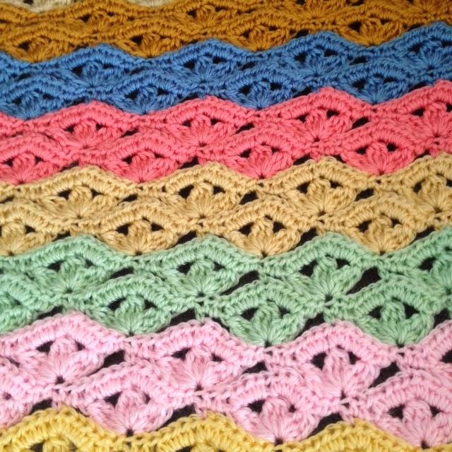 Bizzy Crochet New Free Irish Wave Baby Blanket