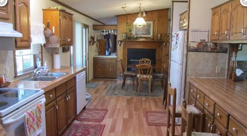 Ann 39 s multiple world of personality we got the house for Galley kitchen with breakfast nook