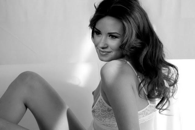 Demi Lovato Nude Topless Photoshoot