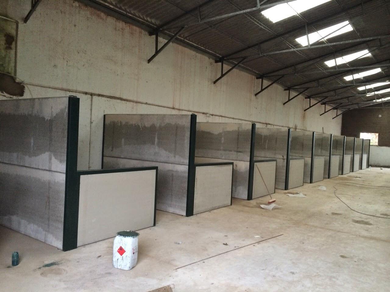 Box para caballo dentro de naves agricolas nave agr cola for Casetas metalicas baratas
