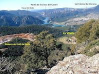 Vistes sobre la guixera del Coll de Berla i la casa de La Vilella. Autor: Ricard Badia