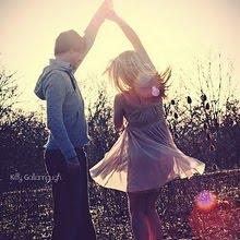 Fingir que todo está perfecto,mientras duele.....
