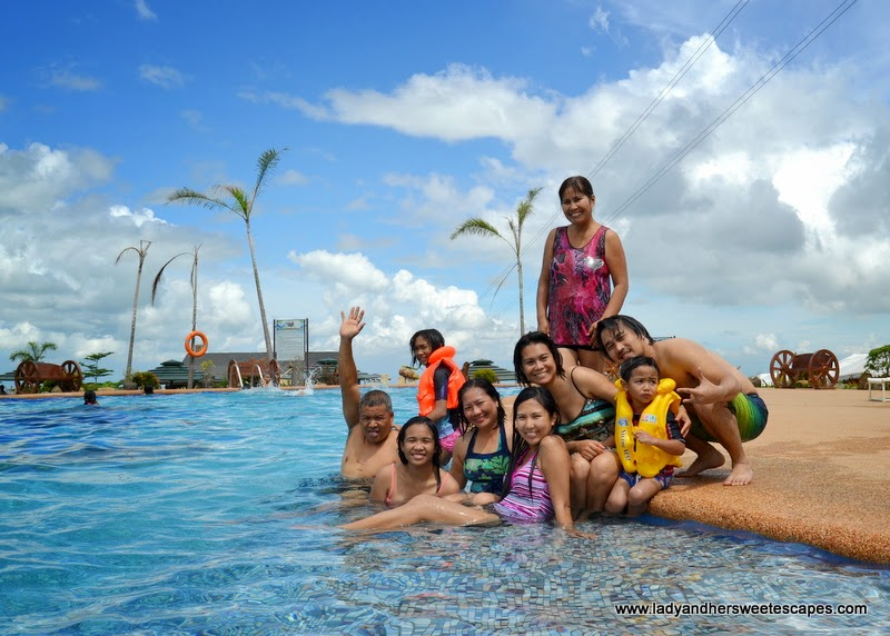 swimming at Campuestohan Highland Resort