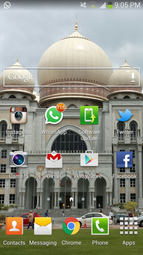 Applikasi WhatsApp yang super canggih membuatkan mataku juling nak baca mesej ratus-ratusan. Penat mak tau.