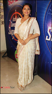 Sonakshi Sinha Pos in Saree at Star Plus India Dancing Superstar 2 0009.jpg