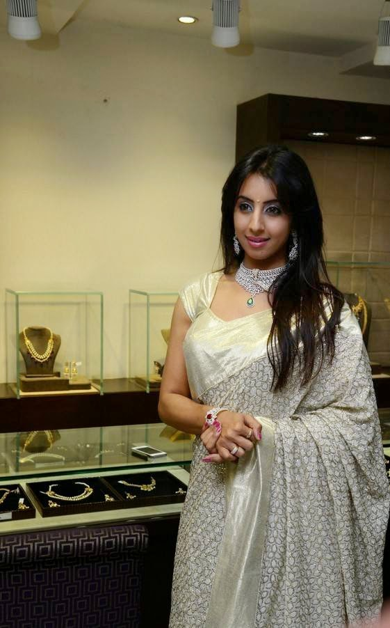 Actress Sanjjanaa At Hiya Jewellers Curtain Raiser Event