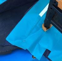 4. Pemasangan cover belakang / samping pada sol sepatu