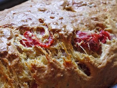 Cake au thon et aux poivrons (voir la recette)
