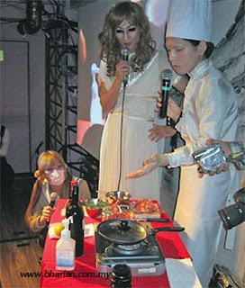 SUGIYAMA menunjukkan proses memasak alat kelaminnya.