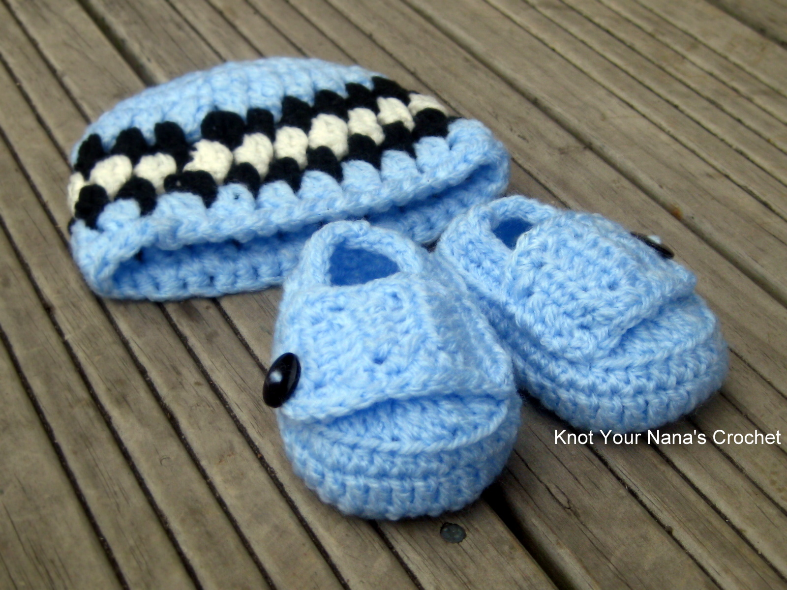 Knot Your Nanas Crochet: Crochet hat and booties set