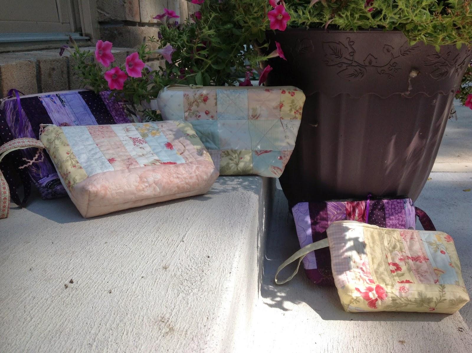 http://musingsofamenopausalmelon.blogspot.ca/2014/07/make-up-bags.html