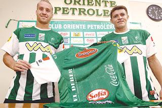Oriente Petrolero - Danilo Carando, Miguel Hoyos, Camiseta de Oriente Petrolero 2013 - DaleOoo.com web del Club Oriente Petrolero