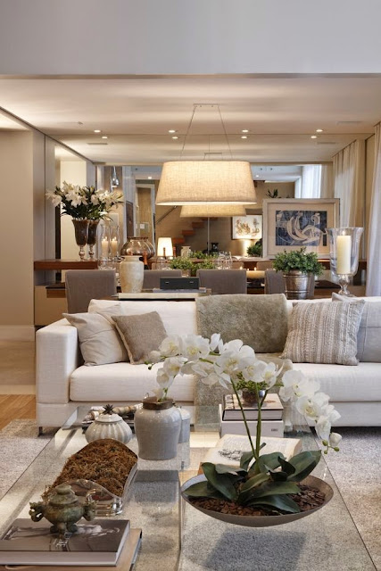 beautiful traditional style decor in a neutral color palette living room