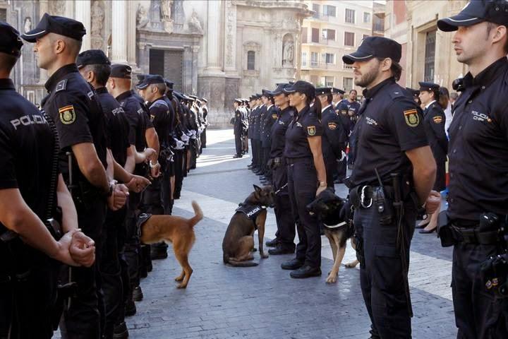 cuanto cobra un policía nacional