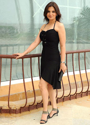 Hot_Bollywood_DIVA LOOK STUNNING in black dress