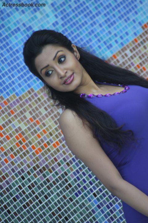 Madhavi Kaushalya Sri Lankan Hot Model and TV Presenter Latest Photo Shoot Gallery cleavage