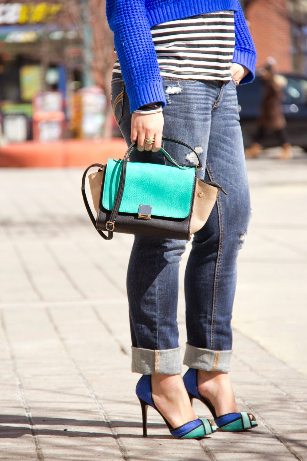 Street-Style, Neon-Blue-Crop-Top-Knit-Sweater, Boyfriend-Jeans, Go-Jane-Bag