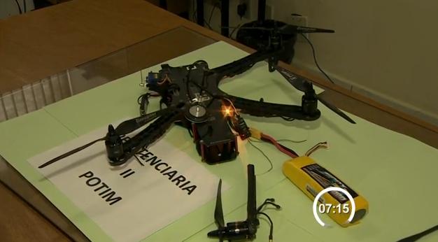 Montaram um drone par entregar celular