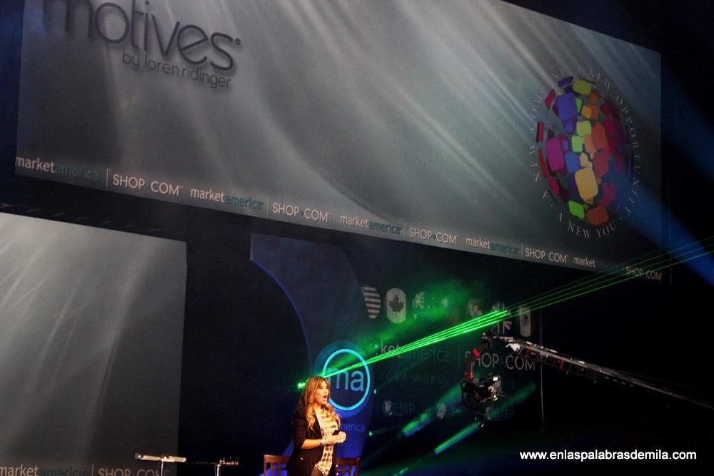 Loren Ridinger en la Conferencia Mundial en American Airlines Arena