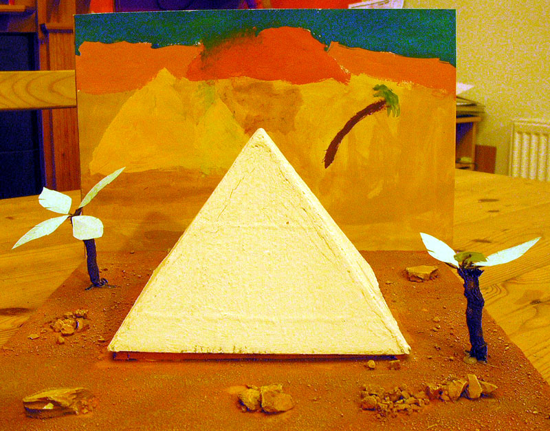 Egyptian Pyramid School Project http://tomstoysoldiers.blogspot.com/2012/04/egyptian-pyramid-school-project.html