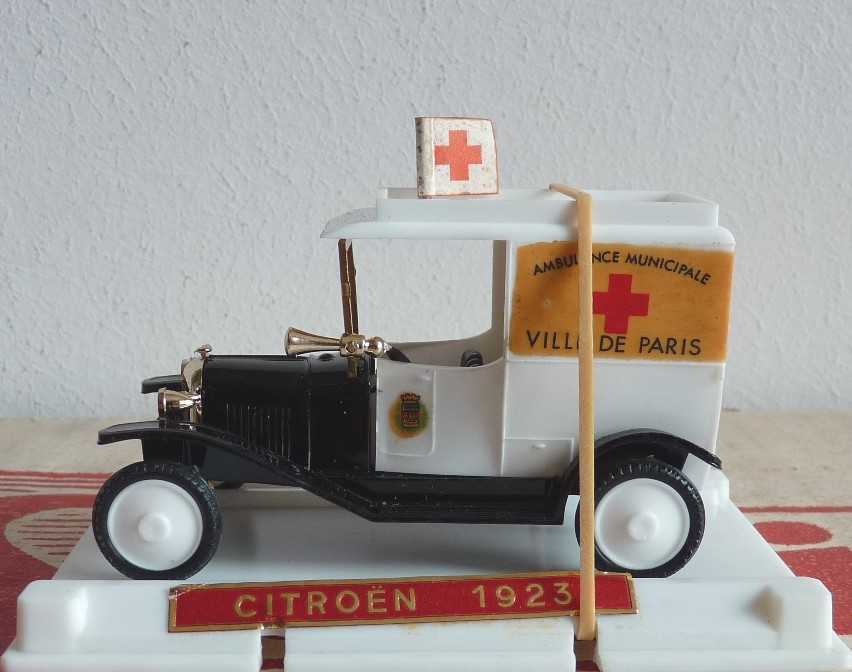 Garage de poche jip n 12 citro n b2 1923 ambulance de paris for Garage citroen nation paris 12