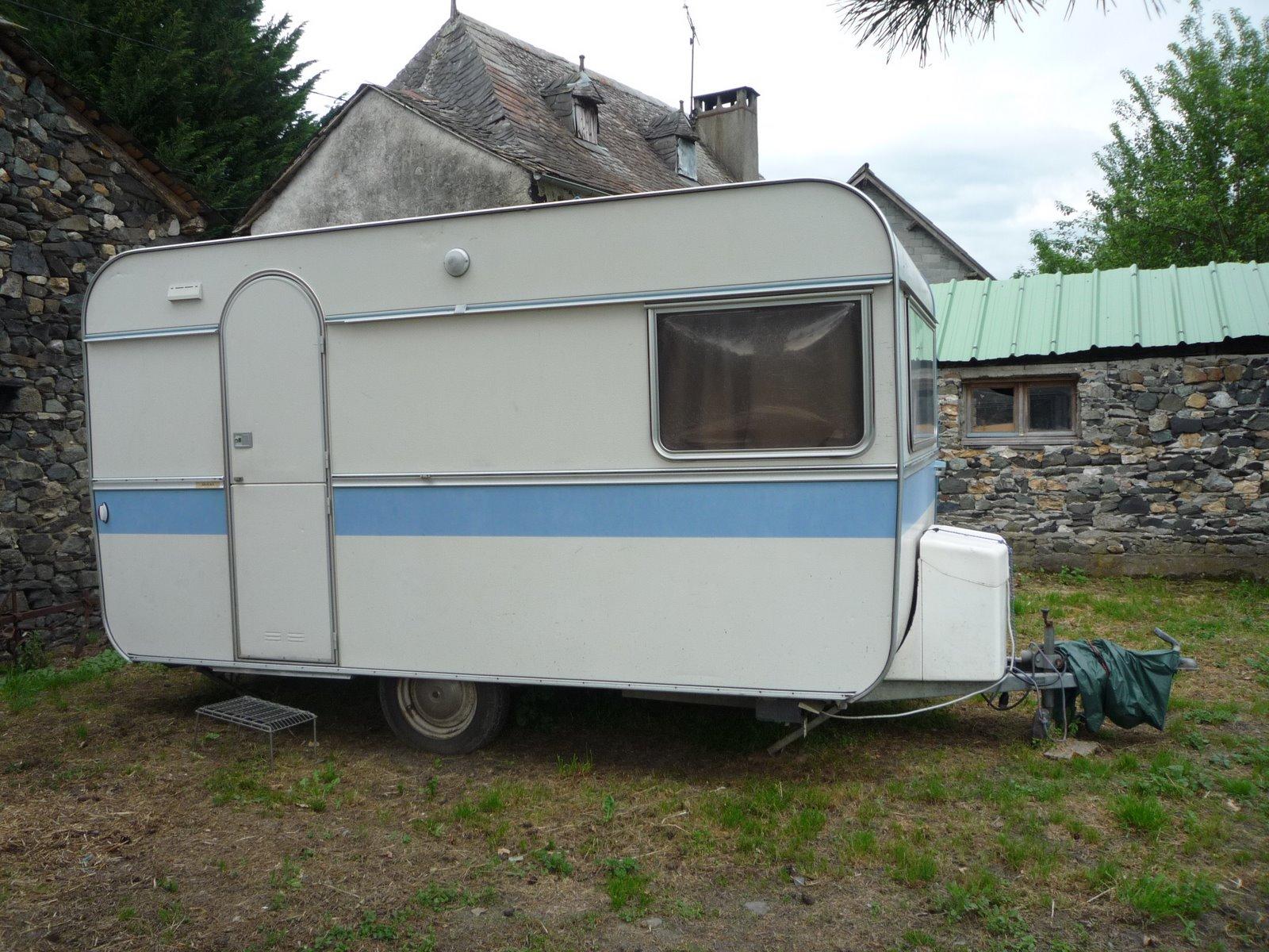 coucoudesariegeois prochain weekend pr paration de la caravane pour nico les rideaux sont. Black Bedroom Furniture Sets. Home Design Ideas