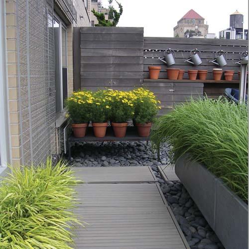 25 ideias para decorar um quintal pequeno cores da casa for Terrace garden ideas and designs