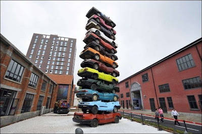 If can teach us anything art, so that what is beautiful can be anything! Even a bunch of rusty old cars. And have proved that the people of one small Chinese town, who collected his Tower of Pisa.