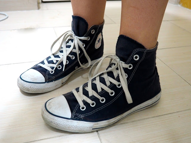 Tartan Takeover | outfit shoe details of dark blue high top Converse sneakers