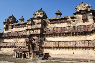 Jahangir Mahal entrance