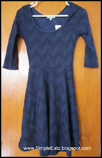 Dress in navy blue. Zigzag pattern all over stitched on. Mid-sleeve. Round neck. Dress length to knee