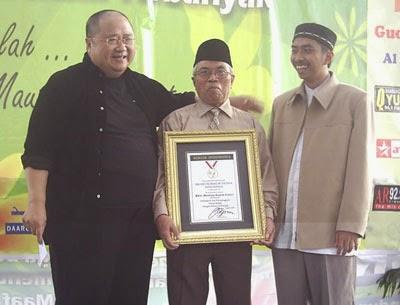 Tempat Bekam Ruqyah Center BRC mendapatkan Rekor MURI, Drs. H. Badruddin dan Kang Badri