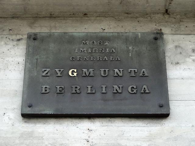 Tablica informująca, że jest to most Berlinga