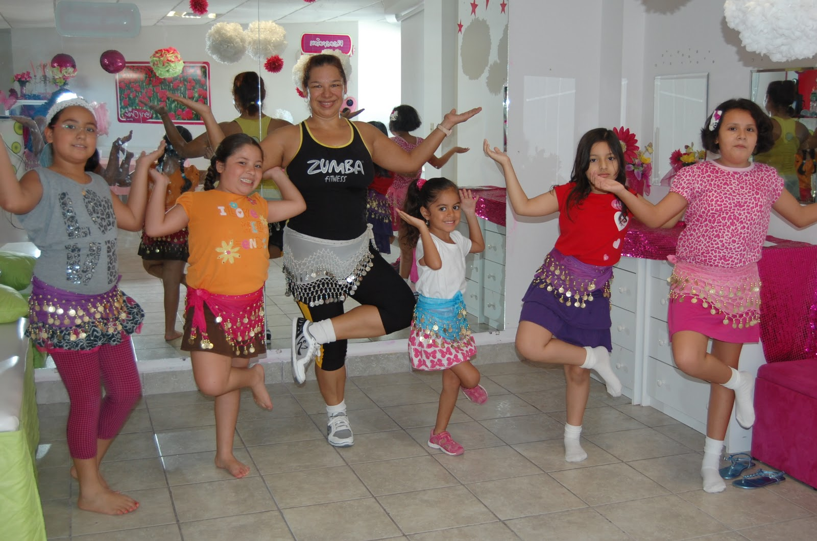 día latín bailando cerca de Getafe