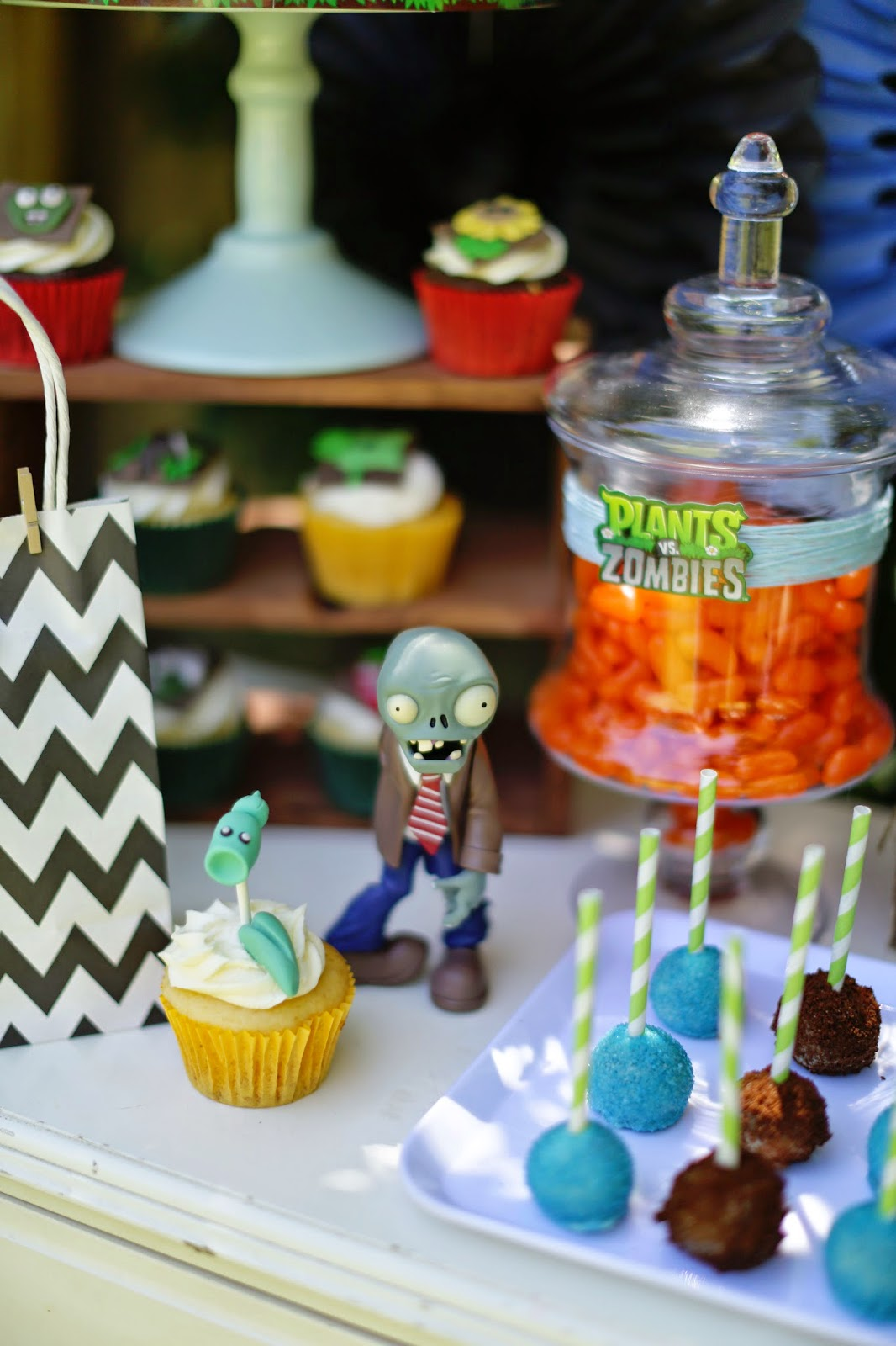 Party inspirations plants vs zombies party for Table zombies