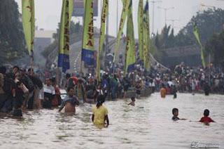 Gambar-Jakarta-Saat-Digenangi-Banjir-2013_6