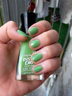 Sally Hansen Insta-Dri nr 03 - Spring Green