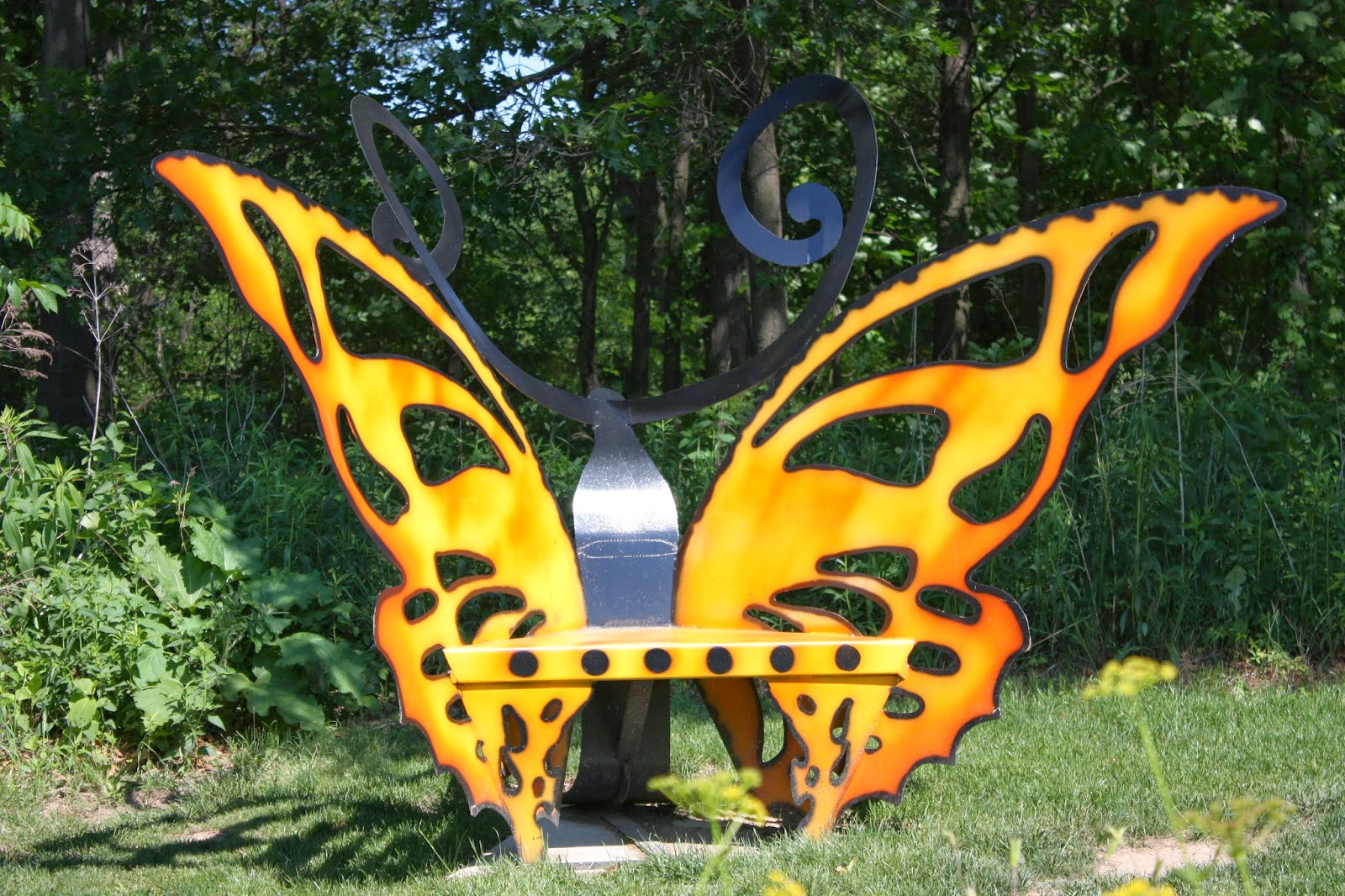 Butterfly metal chair - This Metal Painted Butterfly Bench Would Look Lovely In Front Of A